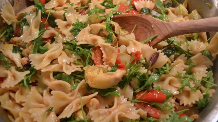 Quick Weeknight Meal: Farfalle with Artichokes, Arugula & Cherry Tomatoes